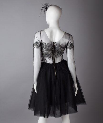 Sinestezic | Designer vestimentar roman | Rochie de seara midi din tulle negru cu dantela argintie | Rochie de seara midi Black Swan | Rochie de ocazie midi neagra din tulle cu dantela argintie