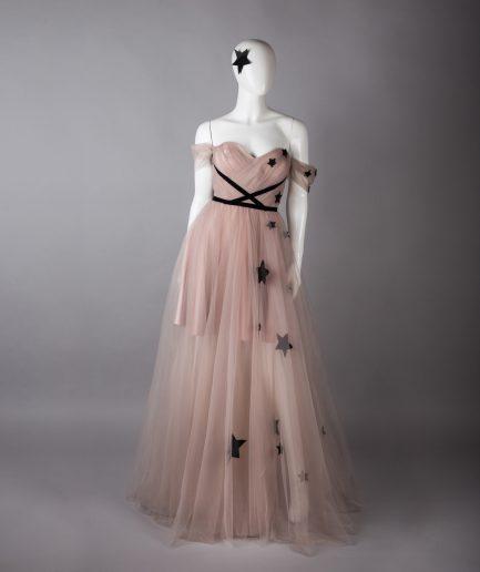 Sinestezic | Designer vestimentar roman | Rochie de seara lunga din tulle nud | Rochie de seara lunga Star Above | Rochie de ocazie lunga din tulle nud