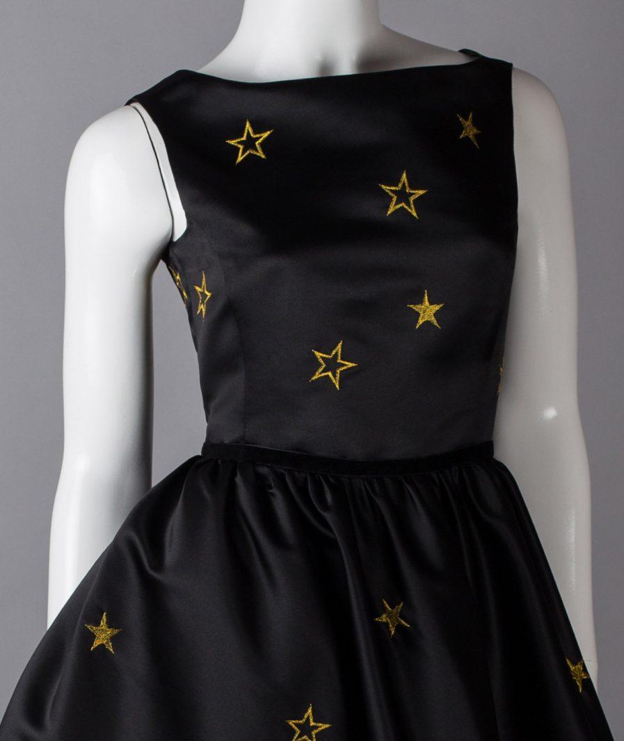 Sinestezic | Designer vestimentar roman | Rochie de seara midi din tafta neagra cu broderie | Rochie de seara midi The Moon Among the Stars | Rochie de ocazie midi neagra din tafta cu broderie